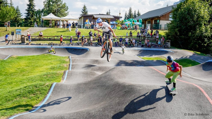 Piste récréative multisport (pumptrack)